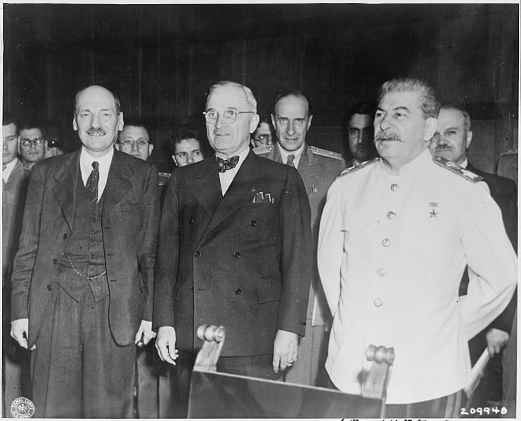 741px-The_new_'Big_Three'_meet_for_the_first_time_at_the_Potsdam_Conference_in_Potsdam,_Germany._L_to_R,_new_British_Prime..._-_NARA_-_198950