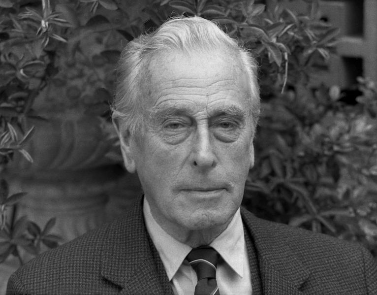 766px-Lord_Mountbatten_21_Allan_Warren