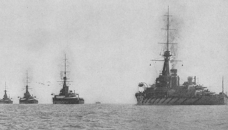800px-UK_dreadnoughts_through_the_Solent