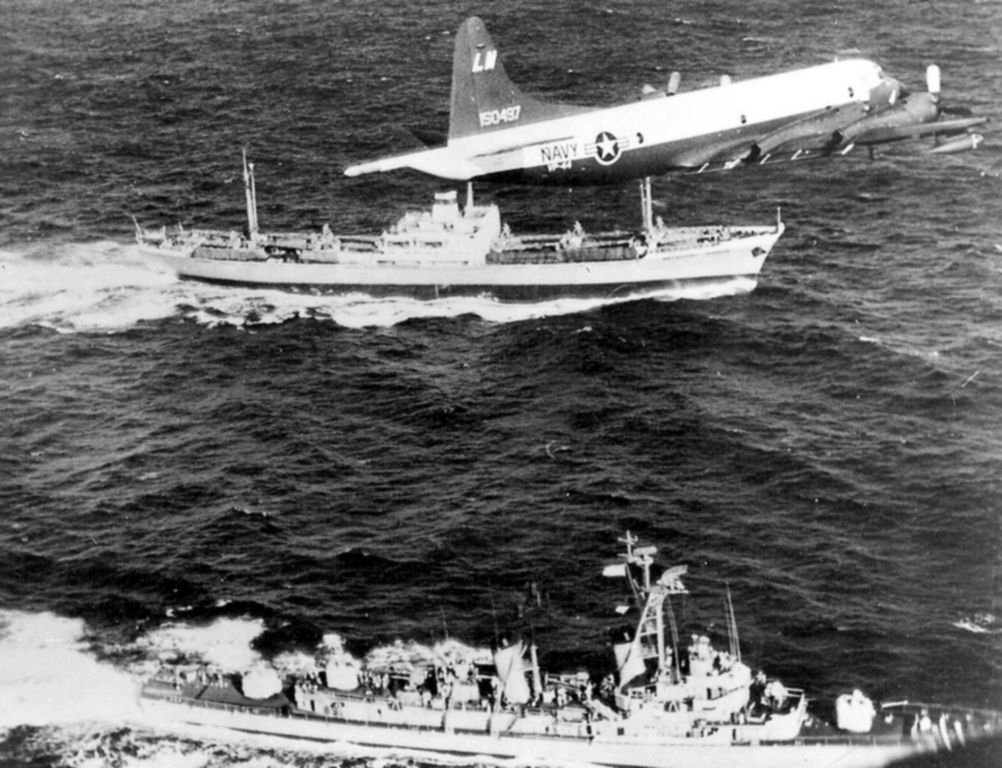 P-3A_VP-44_over_USS_Barry_(DD-933)_and_Metallurg_Anasov_during_Cuban_Missile_Crisis_1962.jpeg