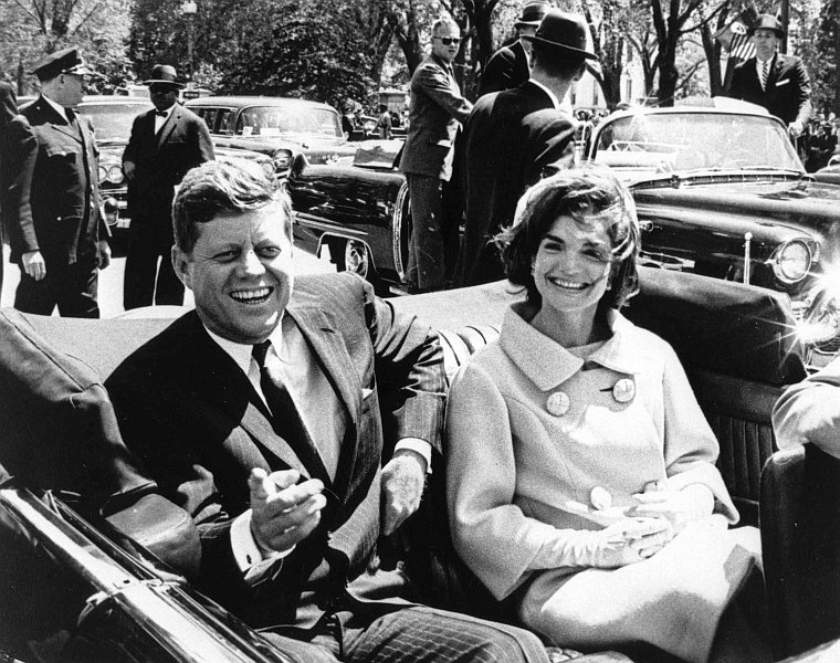 President_and_Mrs._Kennedy_in_motorcade,_03_May_1961